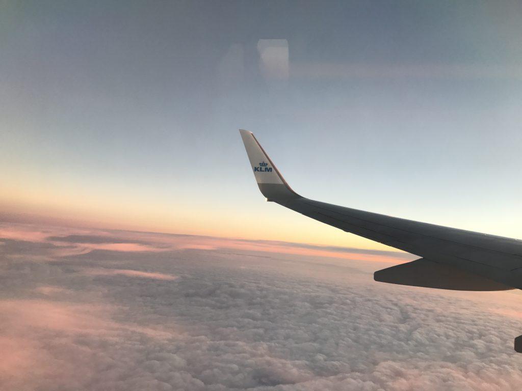 kom vliegtuig vliegen