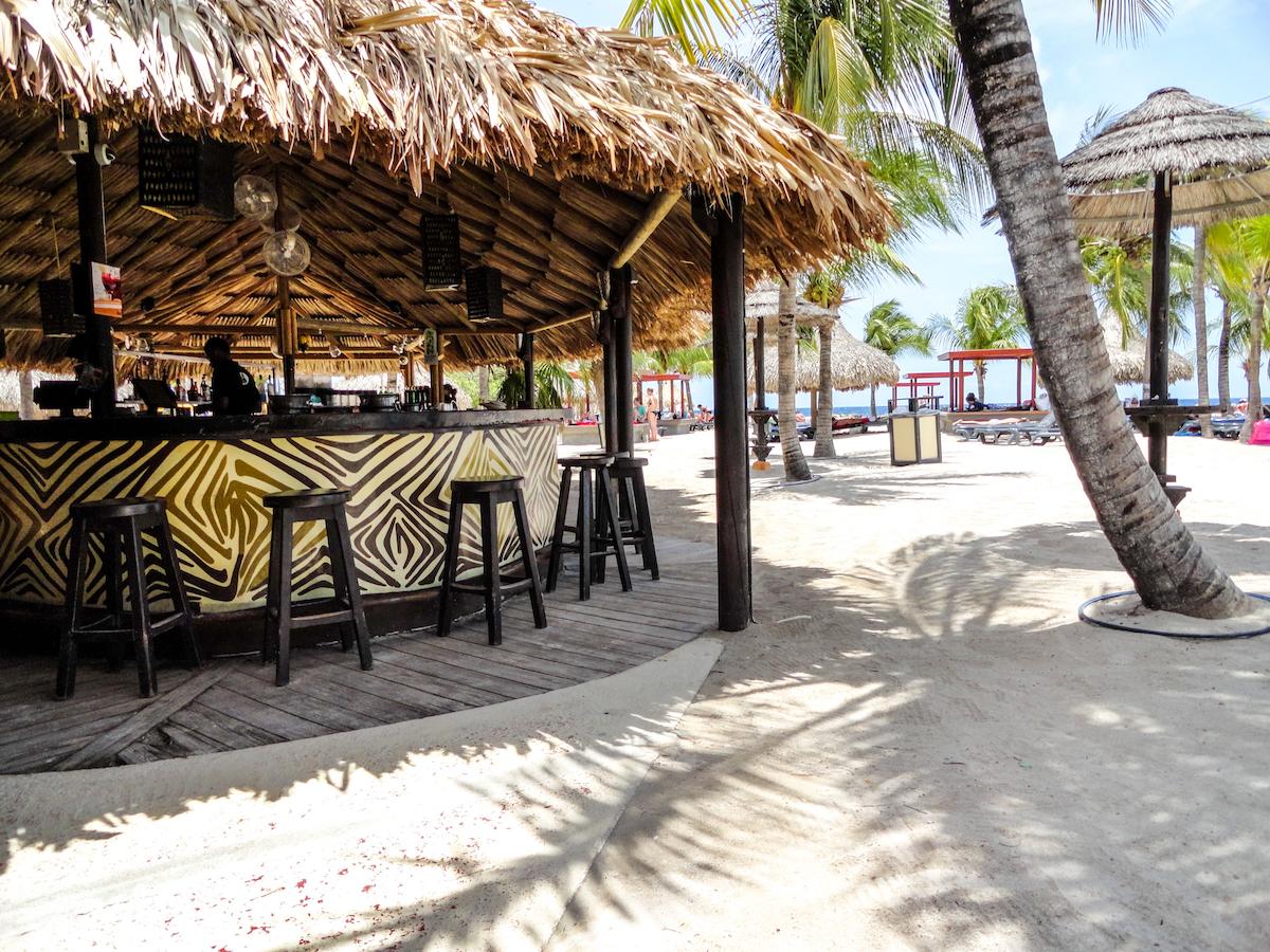 jan thiel baai curaçao stranden op curaçao