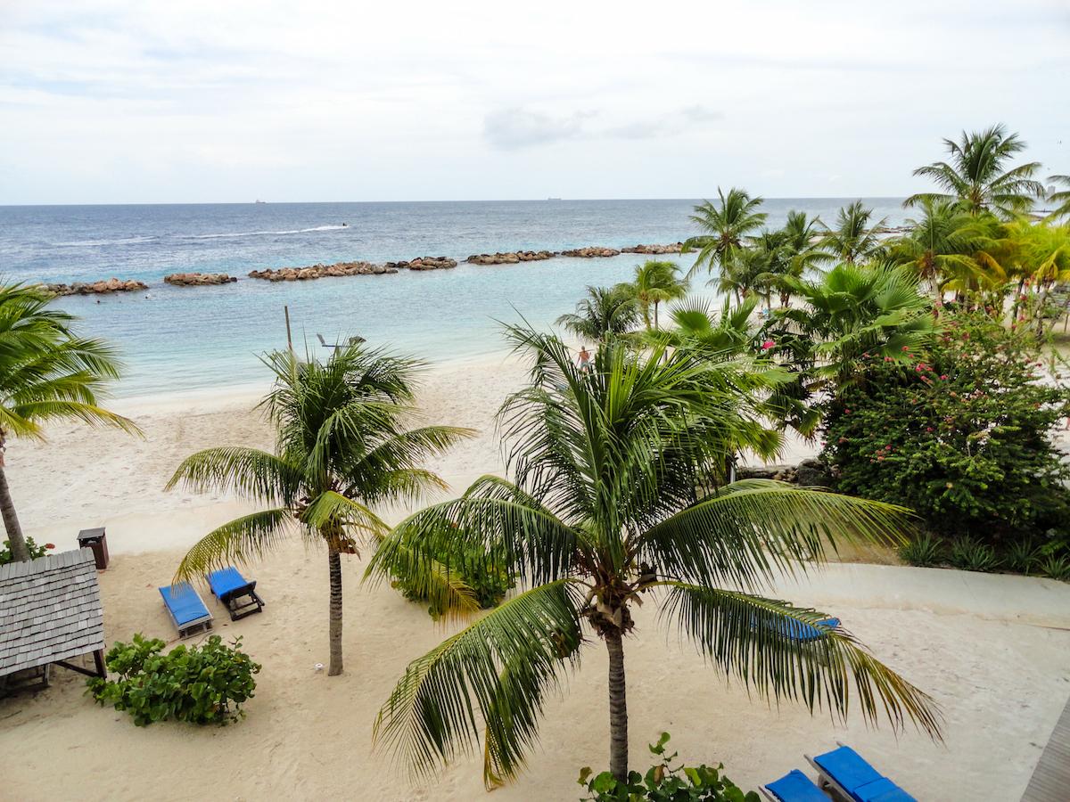 lions dive hotel stranden op curaçao