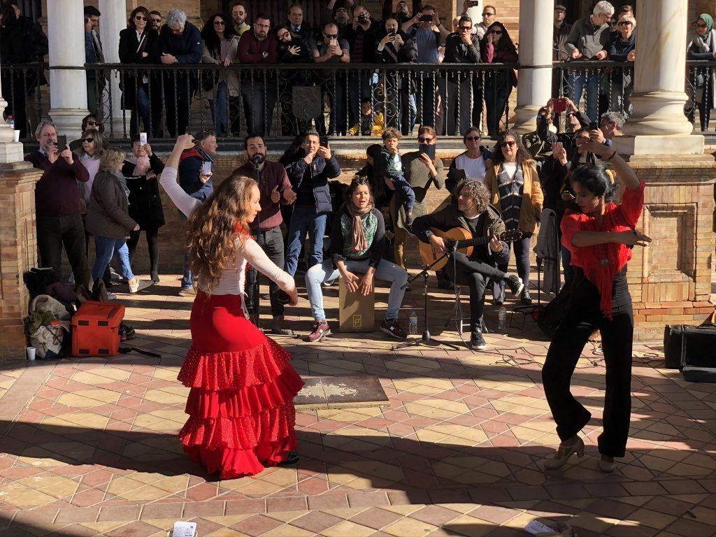 Ga naar een flamenco show als je in Sevilla bent, flamenco is een typisch Spaanse dans