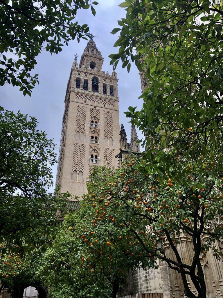 Beklim de Giralda toren als je in Sevilla bent