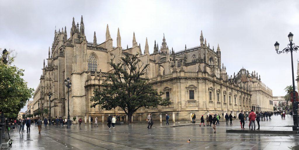 De Kathedraal van Sevilla is een van de grootste kerkgebouwen ter wereld