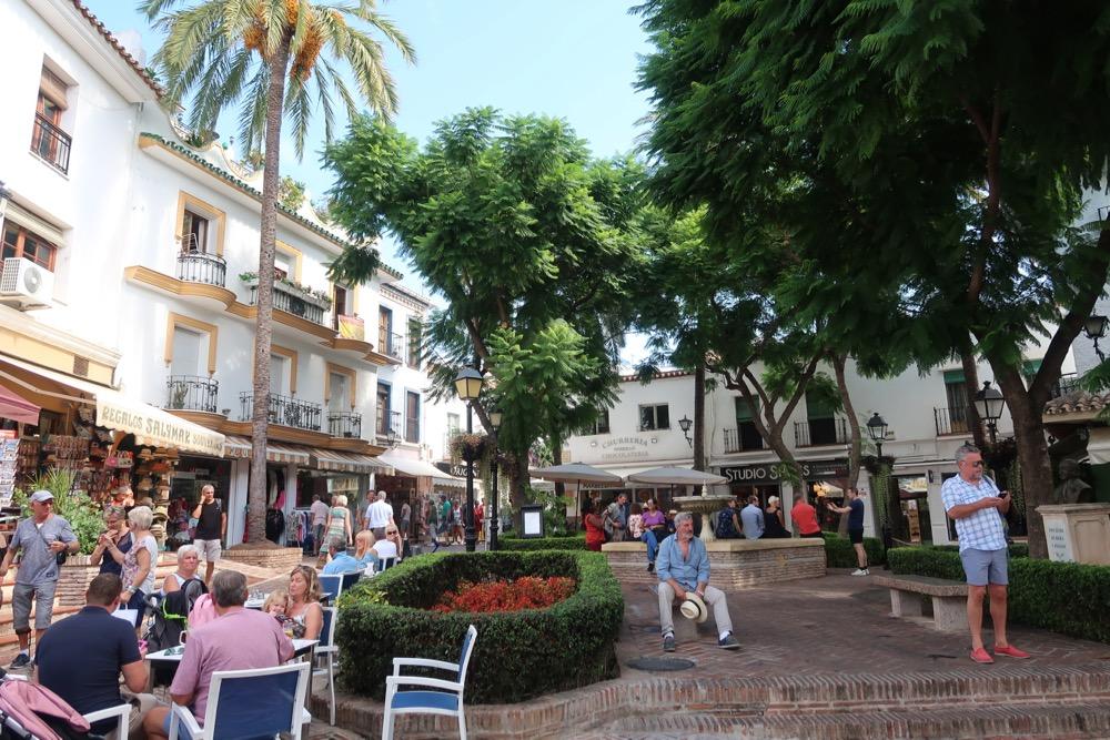 Het gezellige centrum van Marbella heeft gezellige pleintjes zoals Plaza de la Victoria