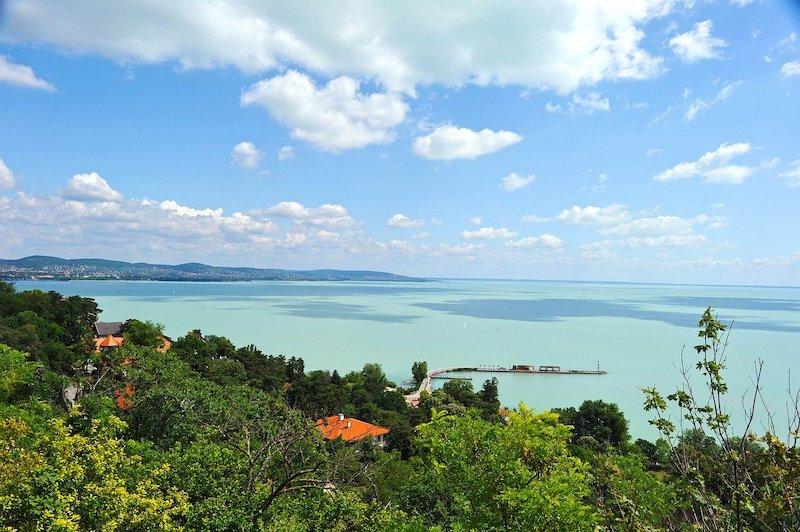 Het Balatonmeer is het grootste zoetwatermeer in Europa en het mooiste meer van Hongarije waar je veel watersporten kan doen